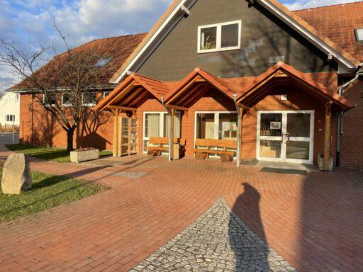 Dorfgemeinschaftshaus, DGH, Buchschrank