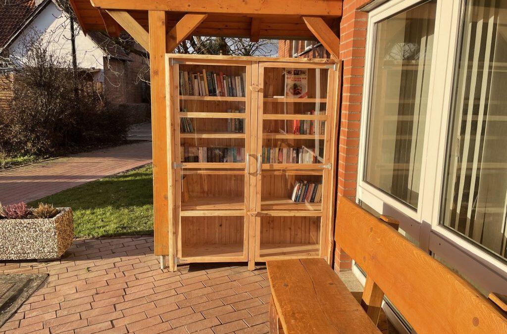 Bücherschrank in Grupenhagen
